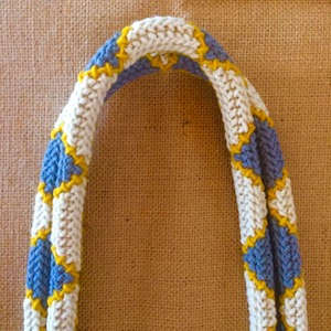 Arraiolos strap in diamond white blue yellow